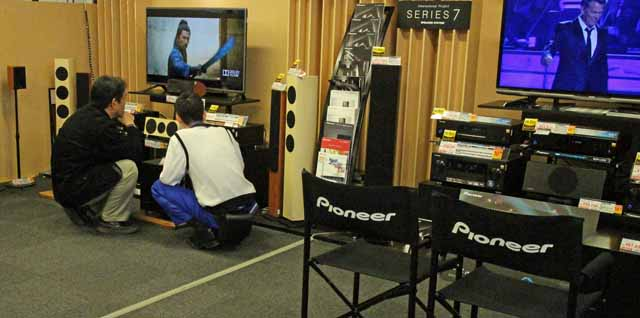 A Yodobashi Camera assistant advises a customer